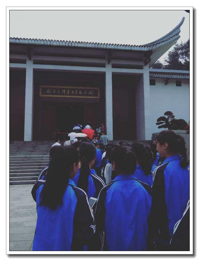 """清明时节祭伟人,民族精神永传承―我校开展""""我们的节日・清明""""祭扫活动"""