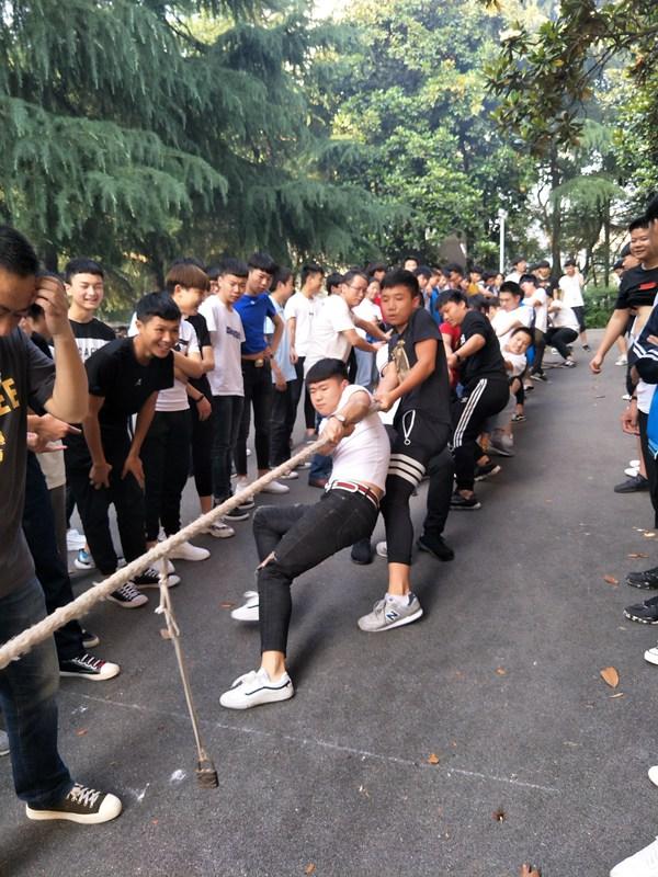 合作彰显实力 团结创造辉煌  ——衡阳市职业中专举行班级拔河比赛